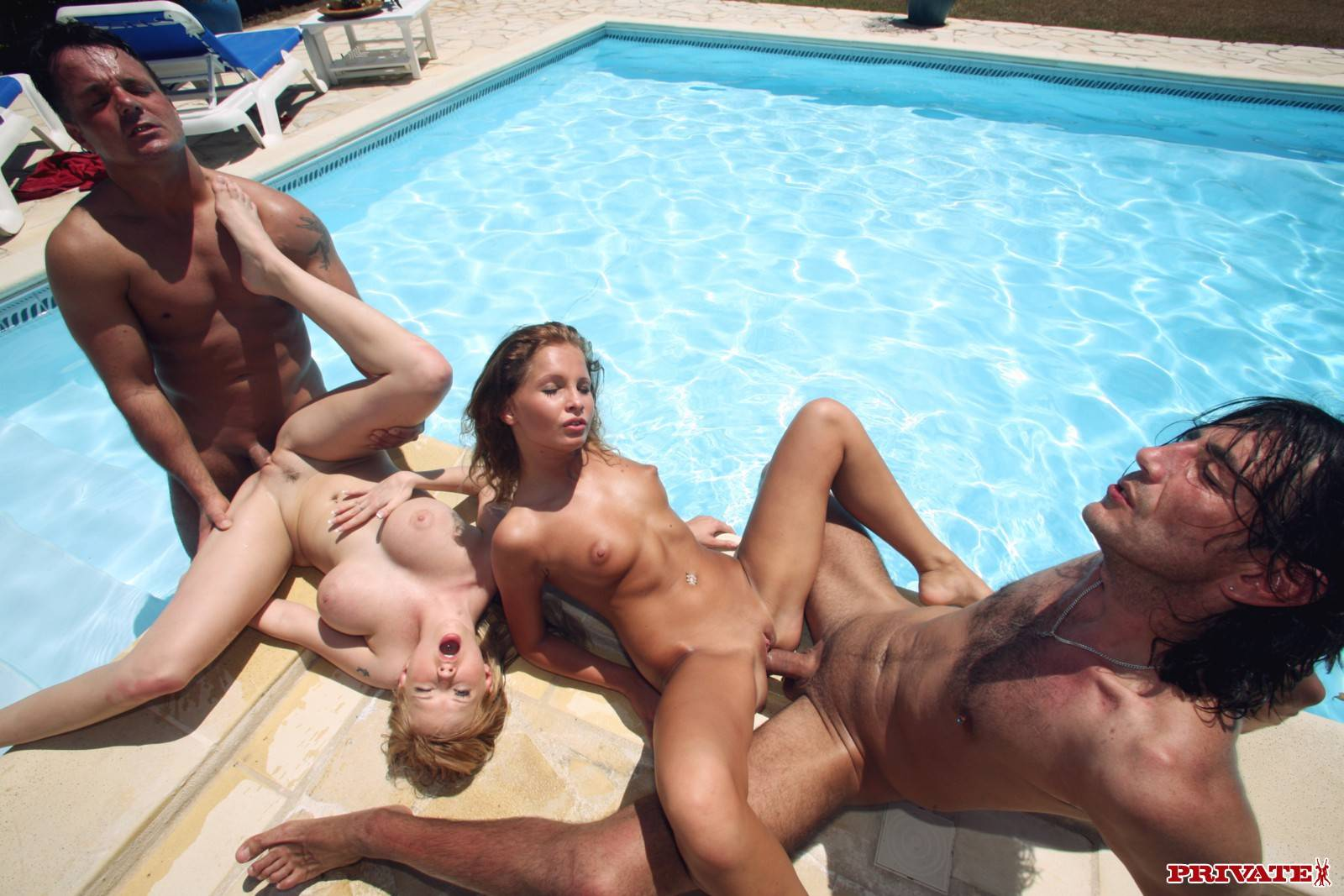 Смотреть груповуху у бассейна 11 фотография